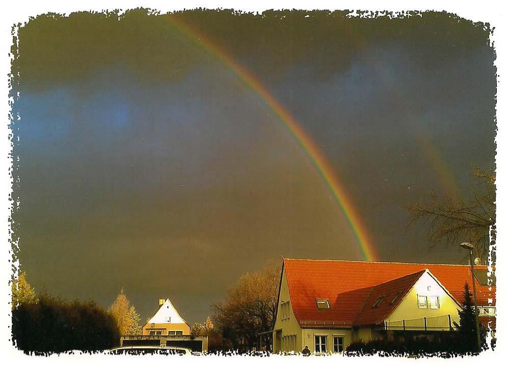 Regenbogen über der Kita